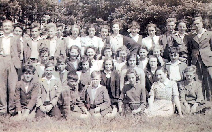 Miss Gray/Mrs Comfort's class of 47/48, Alford