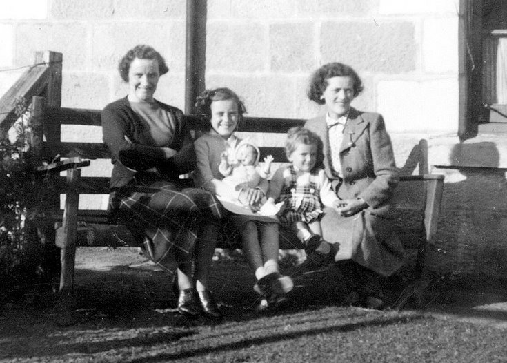 Bella Cowe and Margaret Judd and children