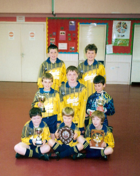 Tullynessle Football Team 2004